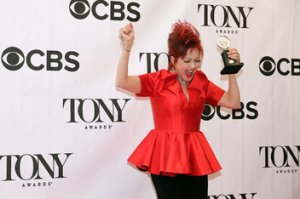 showbiz-cyndi-lauper-with-tony-award.0_standard_352.0